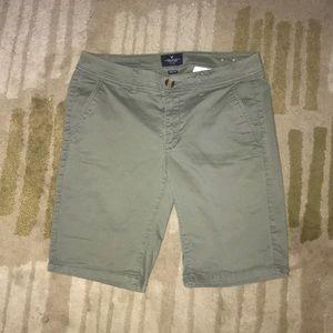 NWOT AEO Olive Green Bermuda Shorts Size 8
